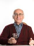 πίνοντας πρεσβύτερος ατόμων μπύρας Στοκ εικόνες με δικαίωμα ελεύθερης χρήσης