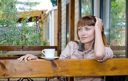 πίνοντας τσάι κοριτσιών Στοκ Φωτογραφία