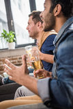 πίνοντας φίλοι μπύρας Στοκ εικόνες με δικαίωμα ελεύθερης χρήσης