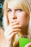 πίνοντας χυμός Στοκ Εικόνες