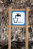 πίνοντας ύδωρ σημαδιών θέσε στοκ εικόνες με δικαίωμα ελεύθερης χρήσης