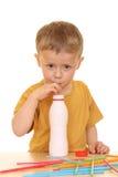 πίνοντας jogurt γάλα Στοκ εικόνες με δικαίωμα ελεύθερης χρήσης
