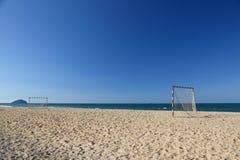 Πίσσα ποδοσφαίρου παραλιών μια ηλιόλουστη ημέρα, δημοφιλής αθλητισμός στην παραλία Στοκ εικόνες με δικαίωμα ελεύθερης χρήσης