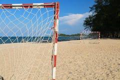 Πίσσα ποδοσφαίρου παραλιών μια ηλιόλουστη ημέρα, δημοφιλής αθλητισμός στην παραλία Στοκ Φωτογραφίες