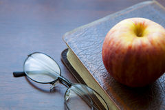 πίστη Χριστιανών βιβλίων Βίβλων ιερό σημαντικό που του οι περισσότεροι αντιπροσωπεύουν στοκ εικόνα με δικαίωμα ελεύθερης χρήσης
