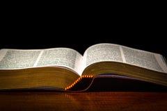 πίστη Χριστιανών βιβλίων Βίβλων ιερό σημαντικό που του οι περισσότεροι αντιπροσωπεύουν στοκ φωτογραφία με δικαίωμα ελεύθερης χρήσης