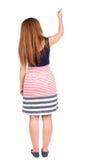 Πίσω άποψη της γράφοντας όμορφης redhead γυναίκας Στοκ Εικόνες