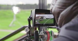 Πίσω άποψη της ταινίας πυροβολισμού καμεραμάν απόθεμα βίντεο