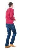 Πίσω άποψη του τρέχοντας ατόμου στο redpullover Στοκ Εικόνες