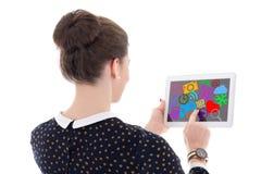 Πίσω άποψη του όμορφου PC ταμπλετών εκμετάλλευσης επιχειρησιακών γυναικών με το MED Στοκ Εικόνες