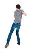 Πίσω άποψη των μεμβρανοειδών αστείων παλών τύπων που κυματίζουν τα όπλα και τα πόδια του Στοκ εικόνες με δικαίωμα ελεύθερης χρήσης