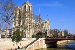 πίσω αημένο η Γαλλία notre Παρίσι κυρίας καθεδρικών ναών τραπεζών πλάγια όψη Στοκ Εικόνα