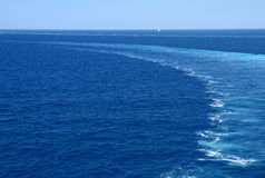 πίσω από τα κύματα πορθμείων & στοκ φωτογραφίες