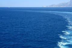 πίσω από τα κύματα πορθμείων & στοκ φωτογραφία με δικαίωμα ελεύθερης χρήσης