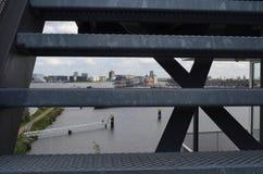 Πίσω από τα σκαλοπάτια Στοκ εικόνες με δικαίωμα ελεύθερης χρήσης