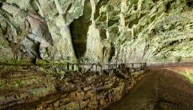 πίσω από τη σπηλιά οι πτώσει&sigma Στοκ Φωτογραφία