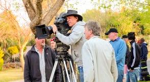 Πίσω από τις σκηνές σε μια ταινία τηλεοπτικών αναφορών που τίθεται στη θέση στοκ εικόνα με δικαίωμα ελεύθερης χρήσης