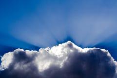 πίσω από τον ήλιο σύννεφων Στοκ Φωτογραφίες
