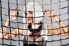 πίσω από το πλέγμα κοριτσιών μόδας Στοκ εικόνες με δικαίωμα ελεύθερης χρήσης