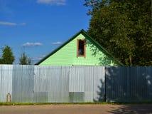 πίσω από το σπίτι φραγών Στοκ φωτογραφία με δικαίωμα ελεύθερης χρήσης