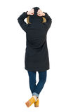 Πίσω γυναίκα άποψης στο χειμερινό σακάκι που ανατρέχει Στοκ Εικόνες