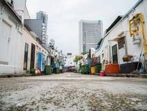 Πίσω δοχείο απορριμάτων άποψης αλεών της Σιγκαπούρης Στοκ εικόνα με δικαίωμα ελεύθερης χρήσης