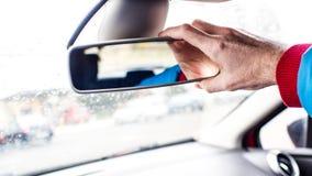 Πίσω εσωτερικός καθρέφτης αυτοκινήτων ` s ρύθμισης με δεξή Στοκ Εικόνες