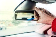 Πίσω εσωτερικός καθρέφτης αυτοκινήτων ` s ρύθμισης με δεξή Στοκ φωτογραφία με δικαίωμα ελεύθερης χρήσης