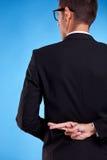 πίσω πίσω από διασχισμένο το επιχείρηση άτομο δάχτυλων στοκ φωτογραφίες