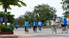 Πίσω ποδήλατο για το mom Στοκ φωτογραφία με δικαίωμα ελεύθερης χρήσης
