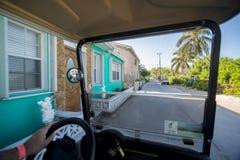 Πίσω δρόμοι στο νησί Bimini από το κάρρο κόλπων στοκ εικόνες