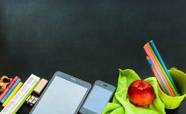 Πίσω στην έννοια προμηθειών χαρτικών σχολικών συσκευών Στοκ φωτογραφία με δικαίωμα ελεύθερης χρήσης