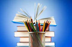 Πίσω στη σχολική έννοια με τα βιβλία Στοκ Φωτογραφίες