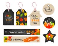 Πίσω στη σχολική πώληση Ετικέττες που τίθενται με τα φύλλα φθινοπώρου επίσης corel σύρετε το διάνυσμα απεικόνισης Στοκ Εικόνες
