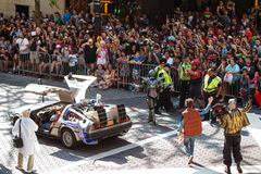 Πίσω στο μέλλον οι χαρακτήρες συμμετέχουν στην παρέλαση Con δράκων στοκ εικόνες