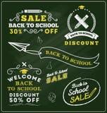 Πίσω στο προωθητικές διακριτικό και τις ετικέτες σχολικής πώλησης ελεύθερη απεικόνιση δικαιώματος