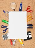 Πίσω στο σχολείο. Σχολικά εργαλεία και σημειωματάριο. Στοκ Φωτογραφίες