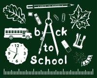 Πίσω στο σχολικό διάνυσμα που τίθεται στον πράσινο πίνακα Στοκ Εικόνες