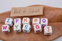 Πίσω στο σχολικό θέμα με τους κύβους επιστολών Στοκ Εικόνες