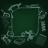 Πίσω στο σχολείο frameon ο πράσινος πίνακας Στοκ Εικόνες