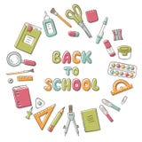 πίσω σχολείο Κάρτα με την εγγραφή και το σύνολο σχολικού στοιχείου στο doodle και το ύφος κινούμενων σχεδίων χαρτικά στοκ εικόνες