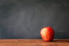 πίσω σχολείο έννοιας πίσω σχολείο πινάκων μήλων Στοκ φωτογραφίες με δικαίωμα ελεύθερης χρήσης