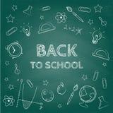 πίσω σχολείο έννοιας Συρμένο χέρι υπόβαθρο με το σύνολο εικονιδίων Πράσινη επίδραση πινάκων κιμωλίας Στοκ Εικόνες