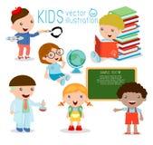 πίσω σχολείο ευτυχή παιδιά κινούμενων σχεδίων στην τάξη, η βιολογία, βοτανική, χημεία, σχεδιασμός Έγραψε στην κιμωλία στον πίνακα Στοκ Φωτογραφίες