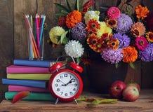 πίσω σχολείο Η ημέρα δασκάλων ` s μαθητές Σεπτέμβριος λουλουδιών 1 τελετής Στοκ Φωτογραφία