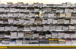 πίσω σχολείο Σημειωματάρια τοίχων από το σχολείο Τοποθετώντας σε ράφι κατάστημα Στοκ Εικόνα