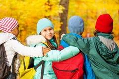 Πίσω των μαθητών που στέκονται στη σειρά κοντά Στοκ Φωτογραφίες