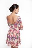 πίσω όμορφες ζωηρόχρωμες νεολαίες γυναικών φορεμάτων Στοκ Εικόνες