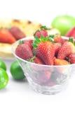 Πίτα, ασβέστης, μήλα και φράουλες Στοκ φωτογραφία με δικαίωμα ελεύθερης χρήσης