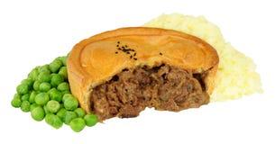 Πίτα βόειου κρέατος με την πολτοποίηση πατάτα και τα μπιζέλια Στοκ εικόνα με δικαίωμα ελεύθερης χρήσης